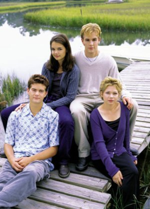Joshua Jackson, Katie Holmes, James VanDerBeek, and Michelle Williams on the North Carolina set of 'Dawson's Creek'.