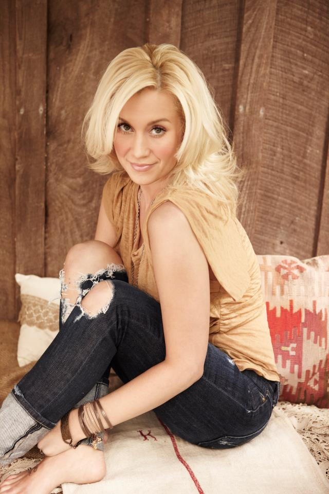 Kelly Pickler Twitter