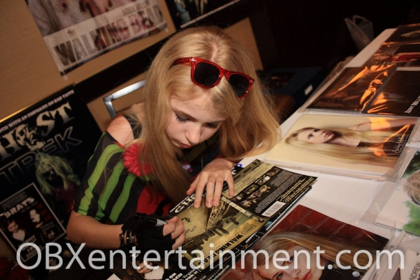 NC actress Addy Miller signs a 'Walking Dead' DVD for a fan at the Blood at the Beach Horror Convention on April 20, 2012 in Virginia Beach, VA. (photo: Artz Music & Photography)