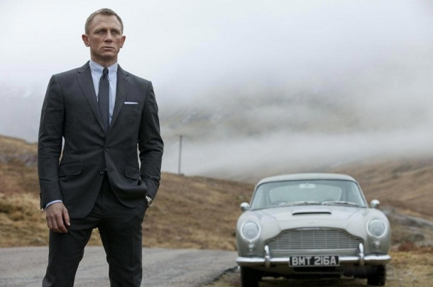 Daniel Craig's James Bond is reunited with a familiar looking Aston Martin in 'Skyfall'.