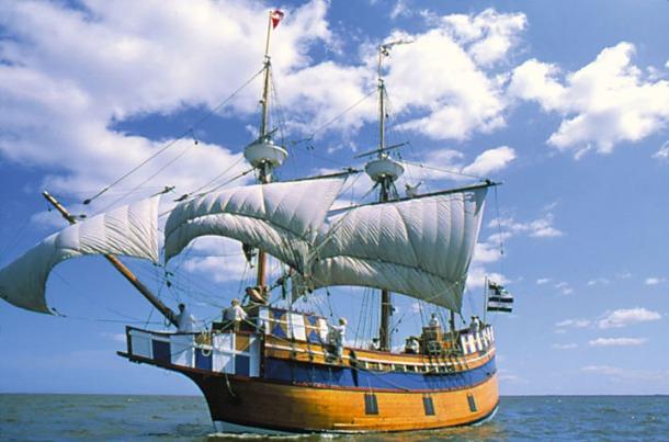 Elizabeth II Full Sail