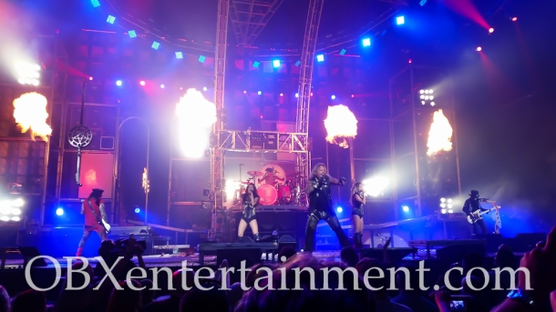 Motley Crue and Alice Cooper on stage in Virginia Beach on August 20, 2014. (photo by OBXentertainment.com)-0039