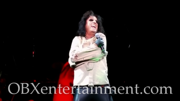 Alice Cooper on stage at the Farm Bureau Live Amphitheatre in Virginia Beach, VA on August 20, 2014. (photo by OBXentertainment.com)