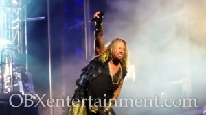 Motley Crue on stage at the Farm Bureau Live Amphitheatre in Virginia Beach, VA on August 20, 2014. (photo by OBXentertainment.com)