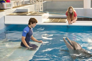 'Dolphin Tale 2' swims into theaters.
